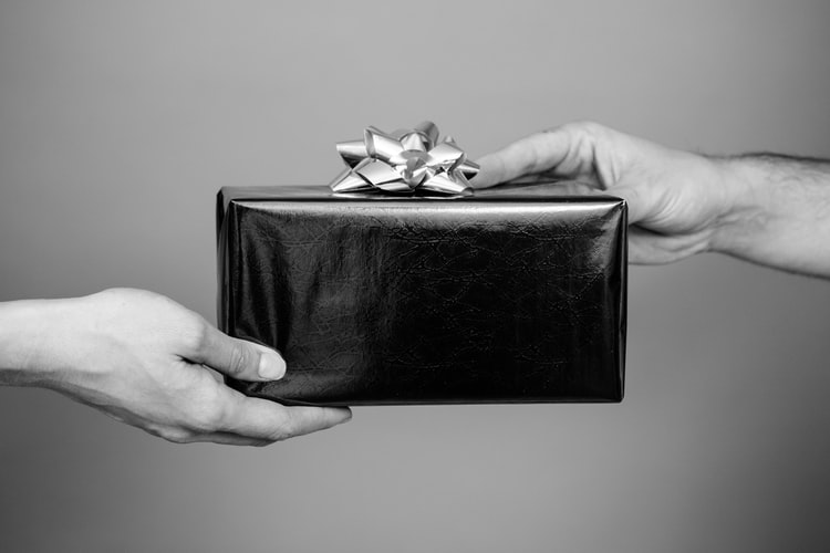 Foolproof Gifting Ideas For Your Girlfriend