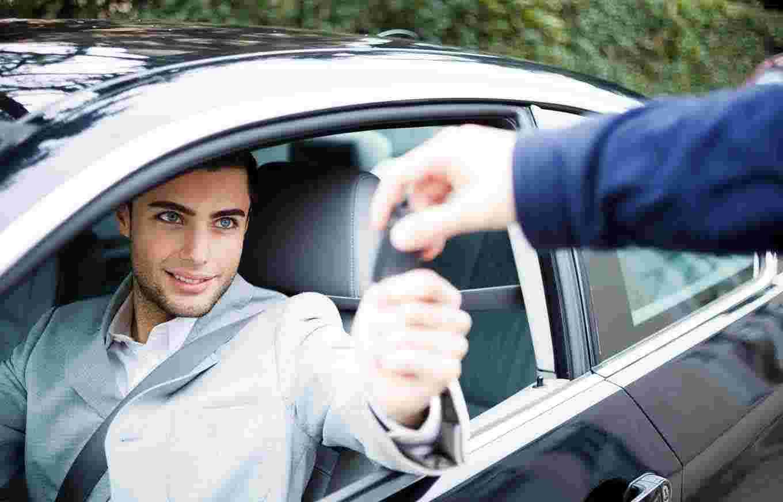 renting a car in Dubai cost